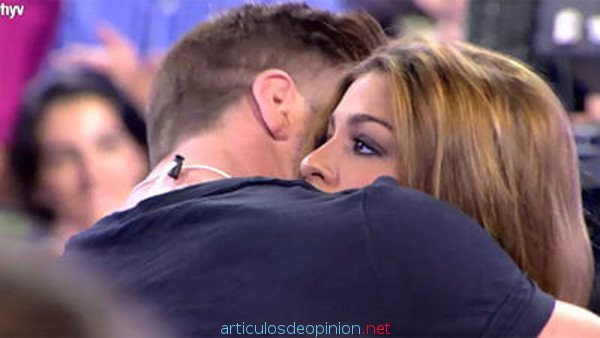 tony abraza a oriana