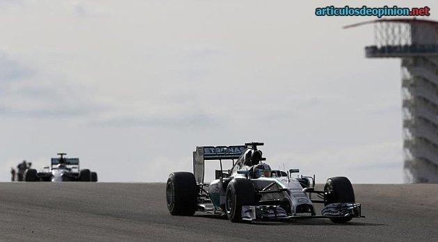 Hamilton delante de Rosberg