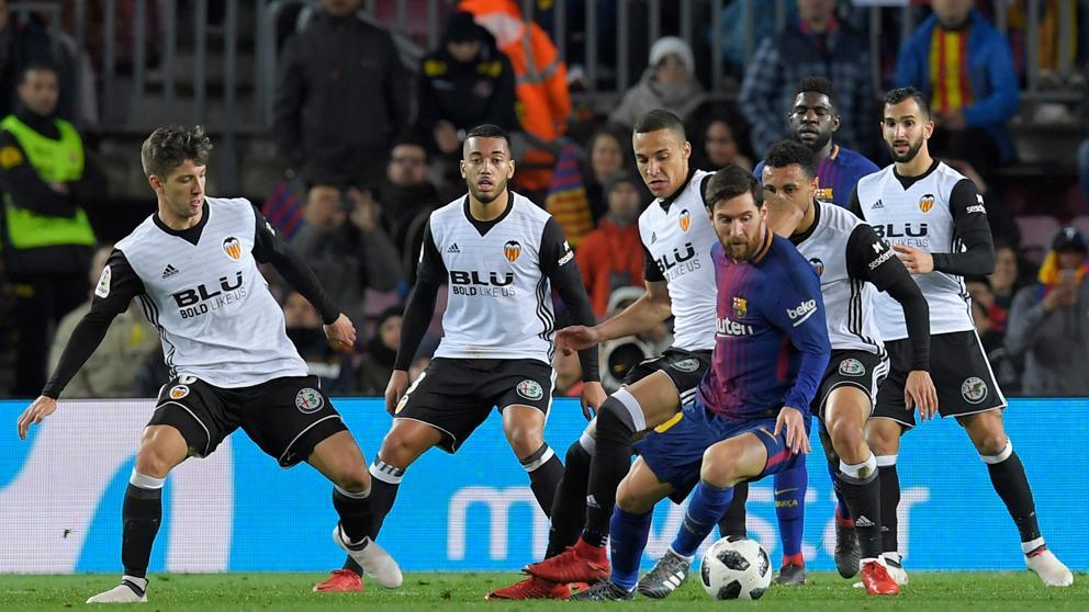 El Valencia sobrevive en el Camp Nou en Copa