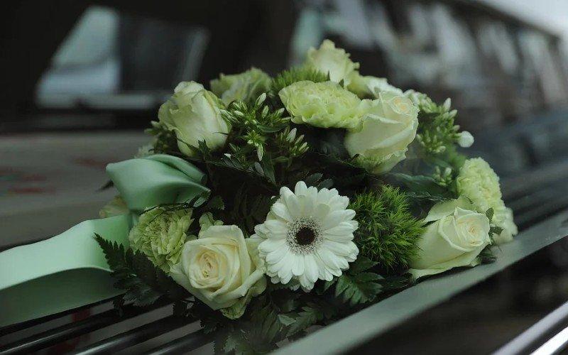 ¿Cómo elegir flores para asistir a un funeral?